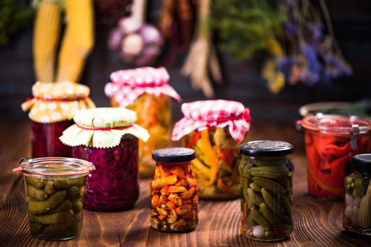 food in plastic free glass jars
